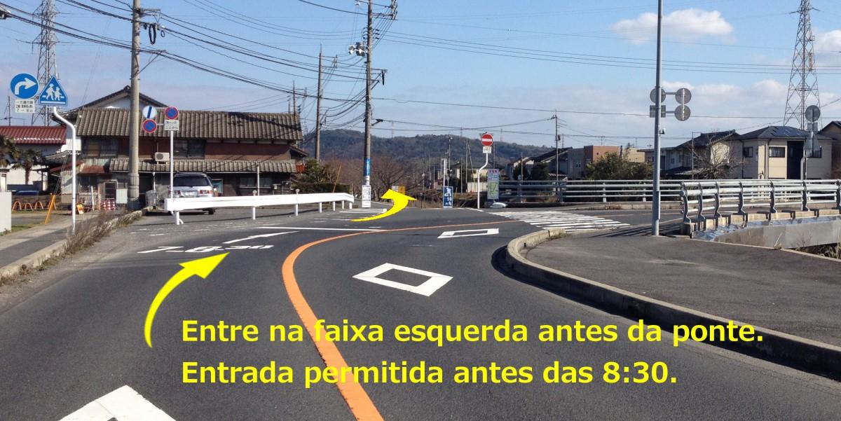Entre na faixa esquerda antes da ponte. Entrada permitida antes das 8:30.
