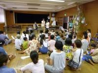 留学生のアコーディオンで合唱