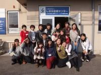 写真:日本語講師と記念撮影