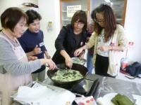 山野草の天ぷら作り