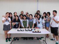 日本茶の先生と一緒にみんなで記念撮影