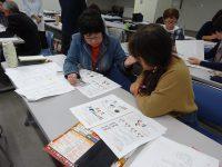 ペアになって、日本語ボランティアを体験しました。