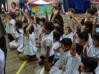 外国のクイズ「はい!」元気に挙手