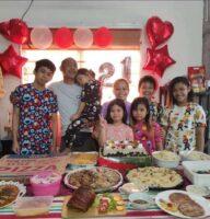 フィリピンの家族(ニューイヤーパーティー) いつもはもっとたくさん集まって賑やかになります。